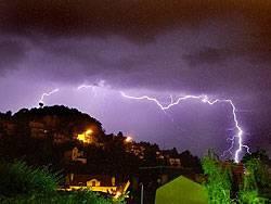 Ein Blitz entläd sich: Kurze und heftige Gewitter könnten sich in Zukunft häufen