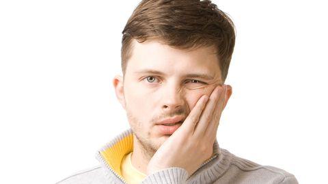 Ein feuchtes Tuch hilft gegen die dicke Backe nach der Zahn-OP