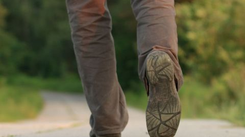 Rollen Sie mit Ihren Füßen richtig ab? Ein geschulter Orthopäde sieht das sofort