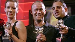 Strahlende Sieger: Sandra Hüller, Jürgen Vogel und Moritz Bleibtreu (v.l.) mit ihren Silbernen Bären