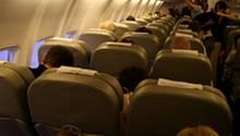 Etwa 80 Zentimeter Platz für ihre Beine haben Passagiere derzeit in Flugzeugen