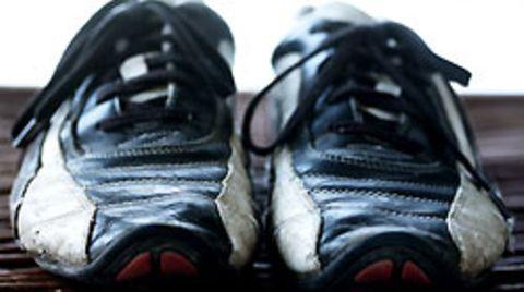 Weil eine Frau mit Turnschuhen in ein Lokal ging, wurde sie brutal rausgeschmissen