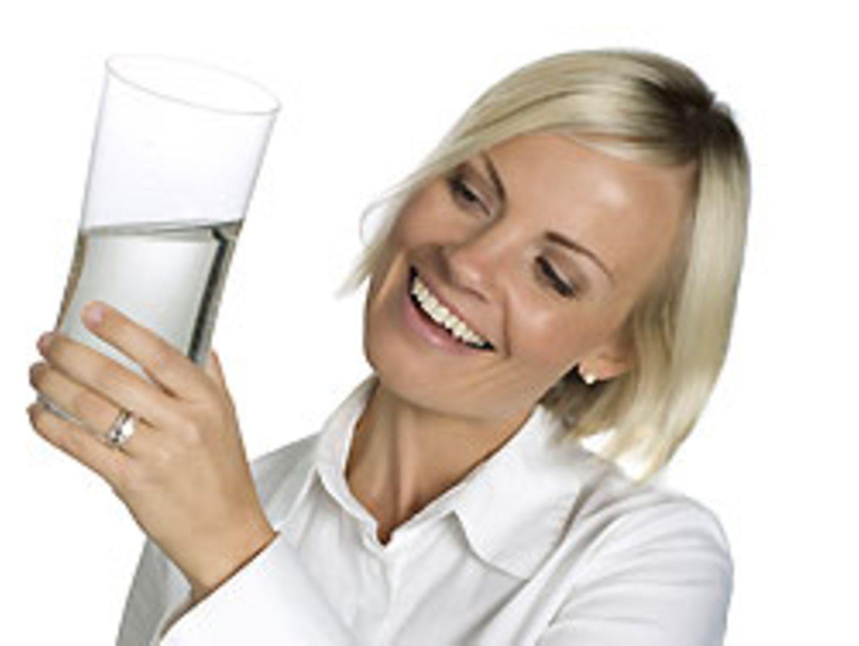 Für eine steigende Zahl der Deutschen ist das Glas halb voll