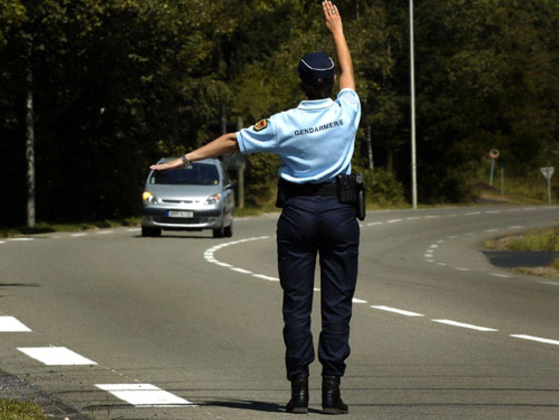 Vorsicht ist geboten, wenn man in südlichen Reisezielen zu einer Verkehrskontrolle an die Seite gewunken wird. Nicht in jeder Uniform steckt auch ein Polizist.