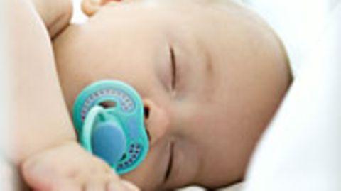 Nehmen Kinder beim Nuckeln Giftstoffe auf?