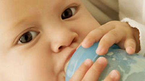 In Deutschland unterliegt die Herstellung von Babynahrung extrem strengen Richtlinien. Experten sind sicher: Ein Skandal wie in China wäre hierzulande kaum möglich