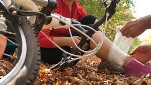 Nicht jeder bekommt eine Berufsunfähigkeitsversicherung. Hier kann eine Unfallversicherung helfen.