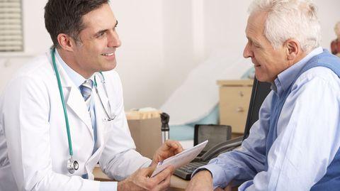 Ihr Arzt versucht im Erstgespräch die Ursache Ihrer Beschwerden zu ergründen