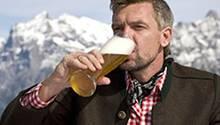 Ein Prosit der Gemütlichkeit: Laut einer Umfrage trinken elf Prozent der Bayern täglich Alkohol