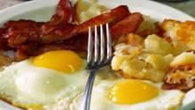 Der Klassiker der cholesterinreichen Kost: Bratkartoffeln mit Spiegelei