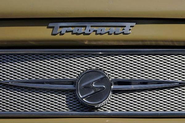 Ein Trabant-Schriftzug mit Logo