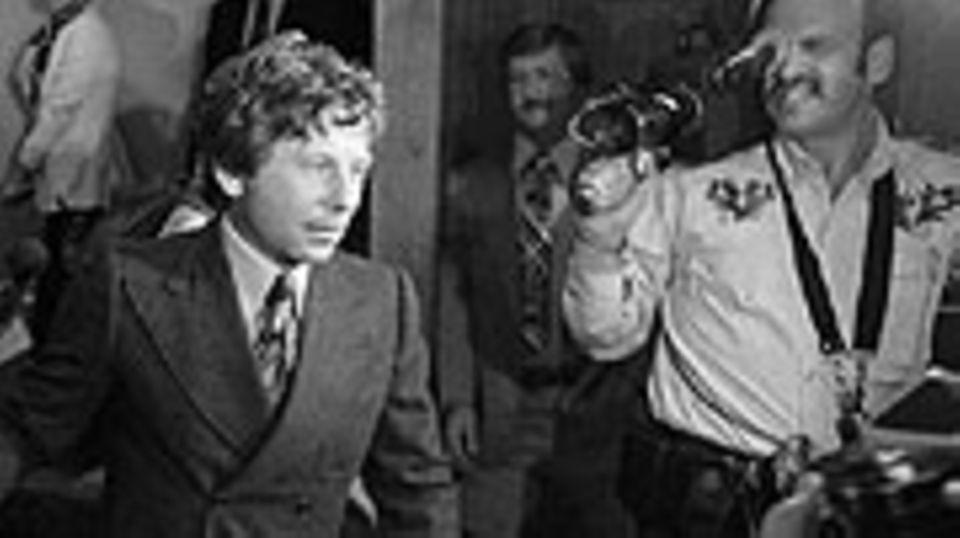 Roman Polanski verlässt im September 1977 das Gericht von Santa Monica, Kalifornien