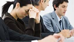 Wie sich soziale Beeinflussung im Beruf auswirkt, beschäftigt Psychologen