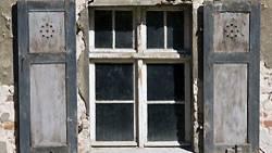 Alte Fenster führen oft zu Wärmeverlust. Das kann teuer werden
