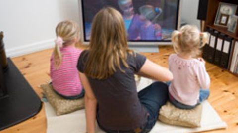 Kinder, die täglich zwei bis vier Stunden fernsehen, haben ein 2,5-fach erhöhtes Risiko für Bluthochdruck