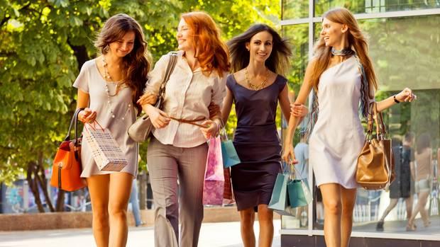 Frauen sind häufiger von Kaufsucht betroffen als Männer