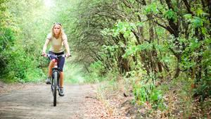 Spazierengehen oder leichtes Fitnesstraining hilft, das Verlangen nach einer Zigarette zu senken