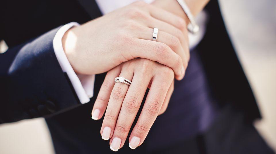 Ab 2009 sind Eheschließungen auch ohne den vorherigen Gang zum Standesamt möglich