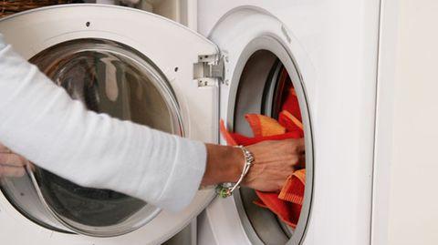 """Eine Liste mit den zehn skurrilsten Fällen von Datenverlust hat nun der Software-Anbieter Kroll Ontrack veröffentlicht.   Auf den letzten Platz wählte die Firma den USB-Stick, der in der Waschmaschine landete. Eine verzweifelte Frau wandte sich an die Firma, nachdem das Speichermedium einen kompletten Waschgang über sich ergehen lassen musste - und auch von Daten """"reingewaschen"""" war"""