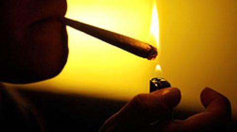 Der Sohn des Angeklagten war Drogenkonsument, er rauchte Cannabis. Um ihn in ein normales Leben zurückzuholen, wurde der Vater zum Straftäter