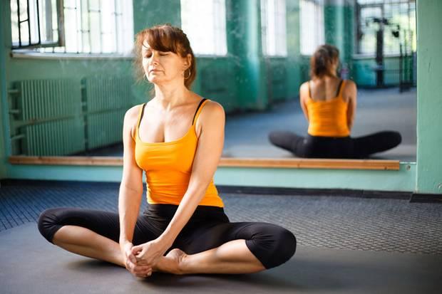 Wer schön und fit sein will, muss etwas dafür tun. Auch Yoga kann dabei helfen, zu seinem Gleichgewicht zu finden.