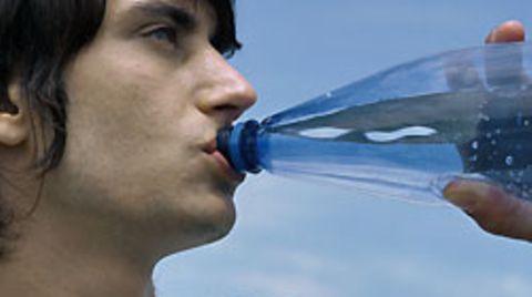 In einigen Mineralwasser-Sorten haben Forscher erhöhte Konzentrationen von Umwelthormonen gemessen