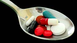 Ein Löffel voller Pillen für eine bessere Leistung? Forscher fordern eine öffentliche Debatte über Gehirndoping mit Medikamenten