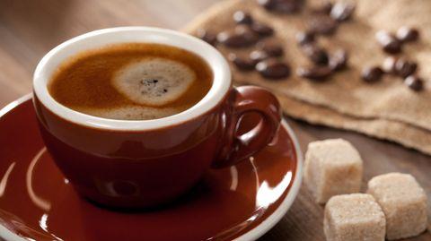 Vom Kaffee ins Blut: Wie eine kleine Haube lagern sich Zuckermoleküle auf dem roten Blutfarbstoff ab