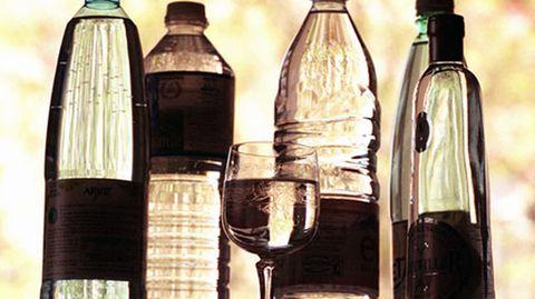 """""""Near Water""""-Getränke werben mit gesundheitlichem Zusatznutzen. Verbraucherschützer stellen das jedoch in Frage"""