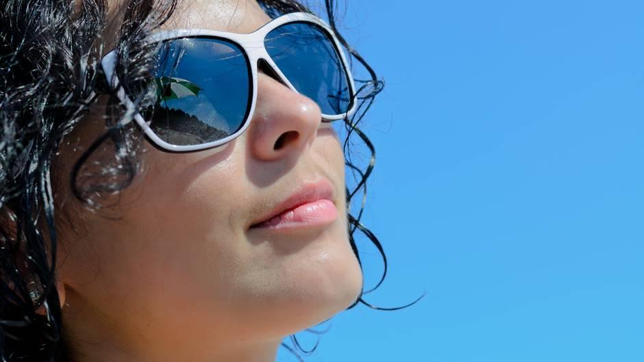 Tragen Sie während einer Clusterepisode immer eine Sonnenbrille bei sich. Grelles oder blendendes Licht kann eine Attacke auslösen