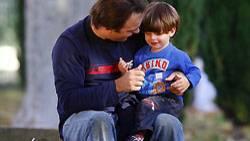 Immer mehr Väter gehen in Elternteilzeit. Doch gerade einmal jeder Zehnte bleibt gleich für ein ganzes Jahr zu Hause