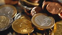 Wie hoch wäre ein Stapel aus 800 Milliarden 1-Euro-Münzen?