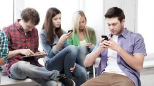 Damit das Surfen und Spielen nicht zur Sucht wird, müssen schon Kinder den Umgang mit Onlineangeboten lernen
