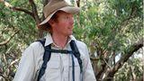 Der Naturwissenschaflter Shayne Neal betreibt mit seiner Frau Lizzie mitten im Nationalpark am Kap Otway eine Eco-Lodge für Touristen, die Flora und Fauna hautnah erleben wollen. Abends kommen Kängurus zu Besuch.