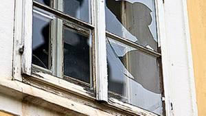 Auch Glasbruch wird häufig durch die Hausratversicherung mit abgedeckt - aber nicht bei jedem Versicherer