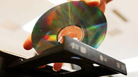 Verräterische DVD im Gerät: Fotos brachten die Polizei auf die Spur eines Kinderschänders