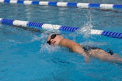 Ausdauersportarten wie Schwimmen sind bei Bluthochdruck sinnvoll