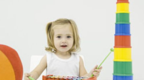 Auch auf Kinder haben Farben Wirkung: Blau beeinflusst den Forschern zufolge die Kreativität