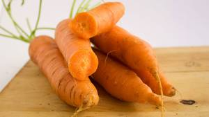 Möhren enthalten Betacarotin, daraus stellt der Körper Vitamin A her