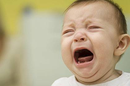 Ein kleines Kind kann noch stundenlang schreien, ohne heiser zu werden
