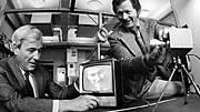 Willard Boyle (l) und George Smith (r) entwickelten den CCD-Chip. Hier sind die Forscher im Jahr 1974 zu sehen