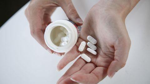 Tabletten mit Anti-Viren-Mittel helfen bei Lippenherpes