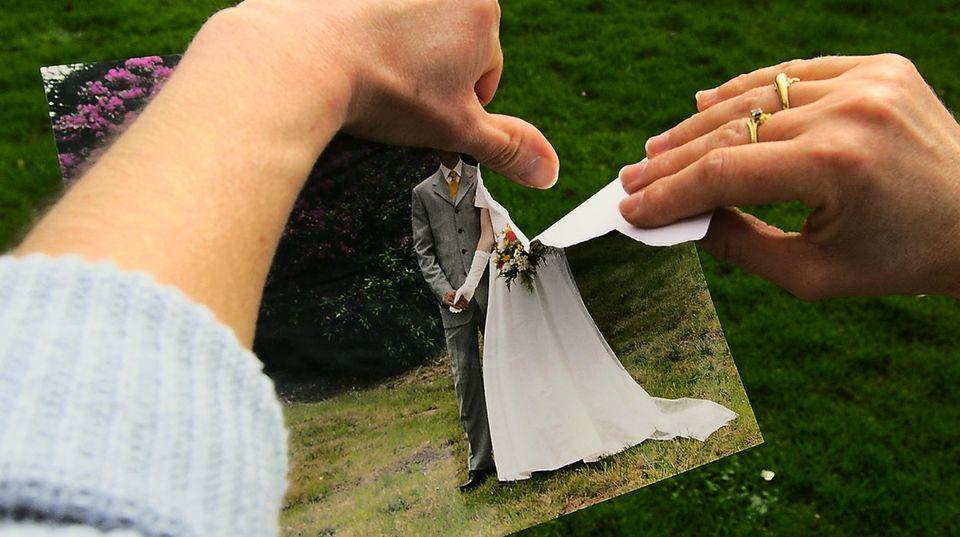 Nicht jede Ehe ist für ewig. Bei einer Trennung sollten die ehemaligen Partner auf ihren Versicherungsschutz achten