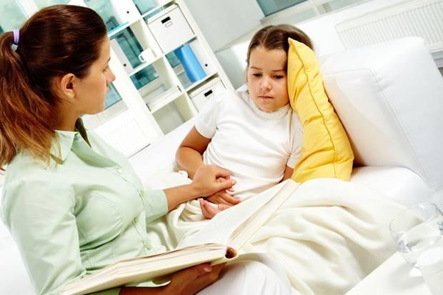 Reden Sie regelmäßig mit Ihrem Kind über seine Sorgen. Das beugt Migräneattacken vor