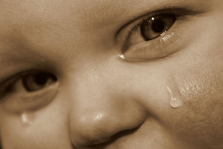 Tränen schwemmen Fremdkörper und Zellmüll aus dem Auge
