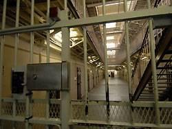 Ein ehemaliger Häftling klagt vor Gericht gegen den niedrigen Lohn, den er als Freigänger von seiner Haftanstalt bekommen hat