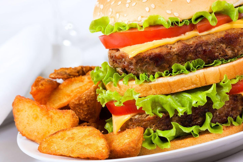 Zu viel Fastfood macht dick. Übergewicht wiederum ist nach Ansicht von Experten der wichtigste Risikofaktor für die Entstehung von Diabetes Typ 2