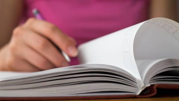 In einem Diabetes-Tagebuch können Sie ihre jeweiligen Blutzuckerwerte eintragen und somit den Überblick behalten
