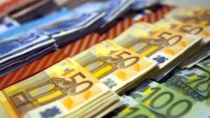 Wer sein Vermögen sicher anlegen möchte, kann mit einem Festgeldkonto gute Zinsen für sein Geld bekommen