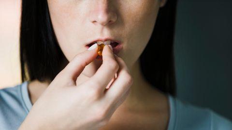Es ist nicht leicht von Zigaretten loszukommen. Viele greifen daher zu Hilfsmitteln - wie Medikamenten